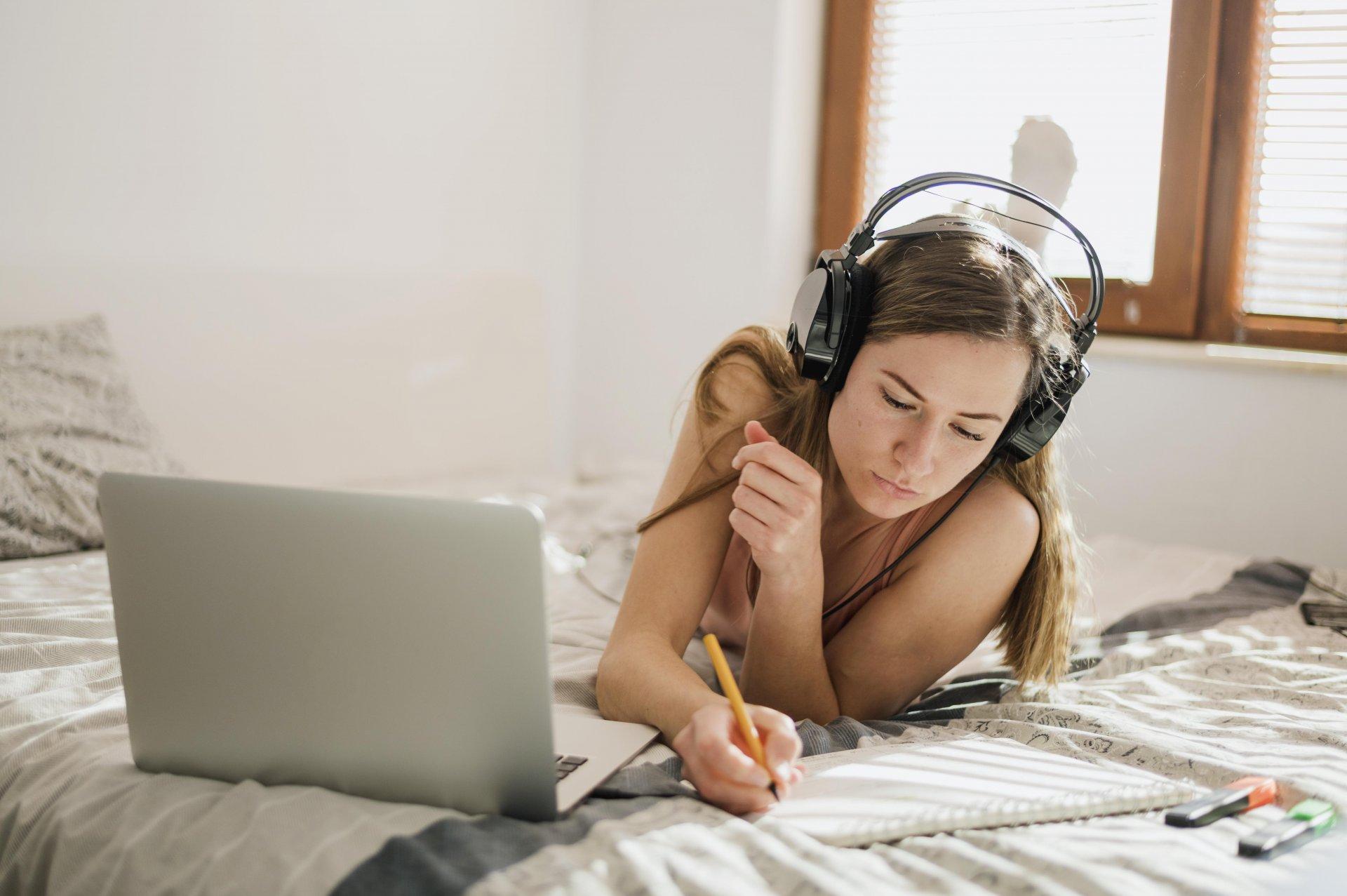 Тут і зараз: як вчити англійську мову онлайн на дивані